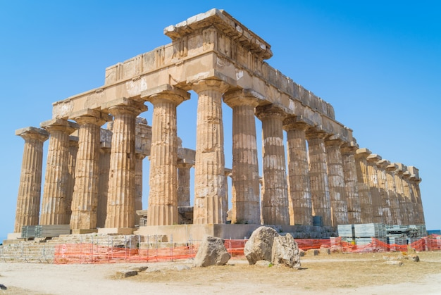 Temple e at selinunte in sicily is a greek temple of the doric order Premium Photo