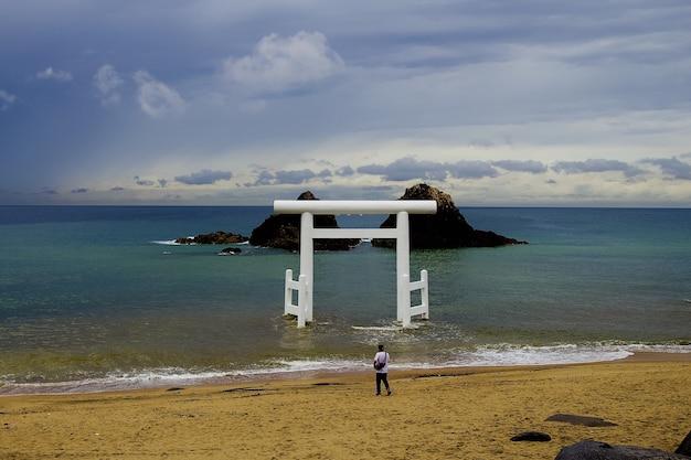 Храмовые ворота, стоящие в море Бесплатные Фотографии