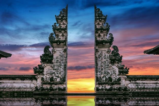 Temple gates at lempuyang luhur temple in bali, indonesia Free Photo
