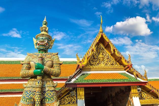 バンコクのエメラルド仏寺院 Premium写真