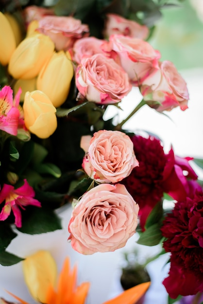 Tender pink roses put in a bouquet Free Photo