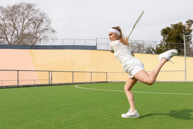 Tennis match with young athlete hitting phase Free Photo