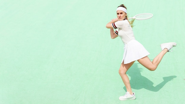 Tennis player hitting with confidence Free Photo