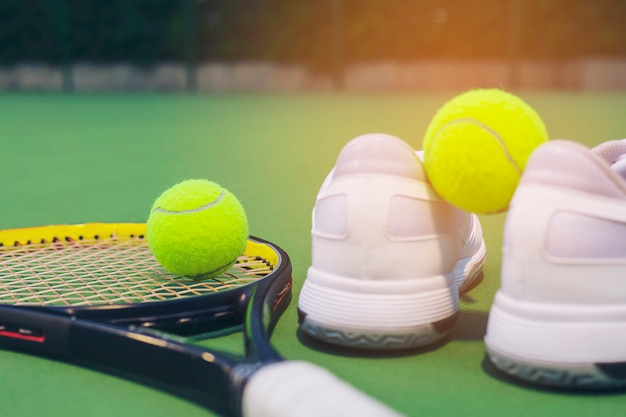 Tennis set in the hard court Free Photo