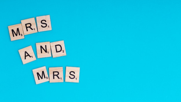 Text mrs and mrs on wooden blocks Free Photo