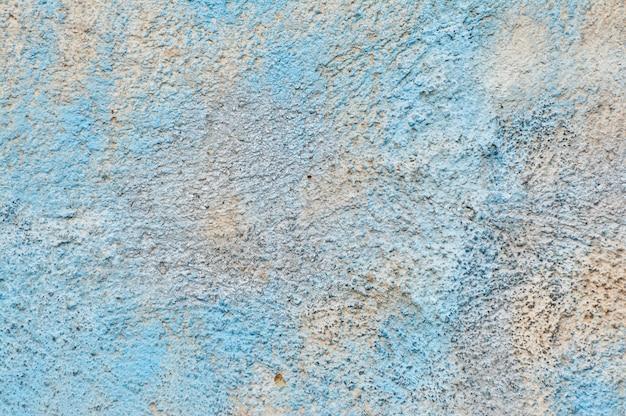 파란색 페인트의 남아와 시멘트 벽의 질감 프리미엄 사진