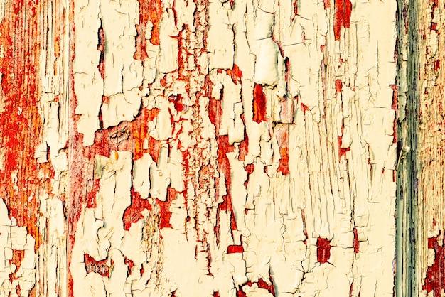テクスチャー、木、壁、背景として使用できます。傷やひび割れのある木の質感 Premium写真