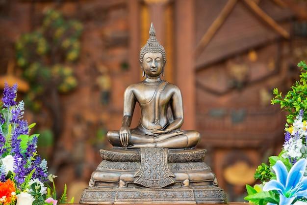 Thai buddha sitting and meditating Free Photo