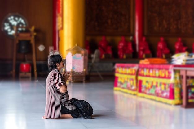 Trang phục nhã nhặn khi đi lễ chùa