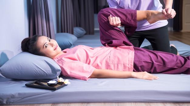 Thai massage to happy asian woman Premium Photo