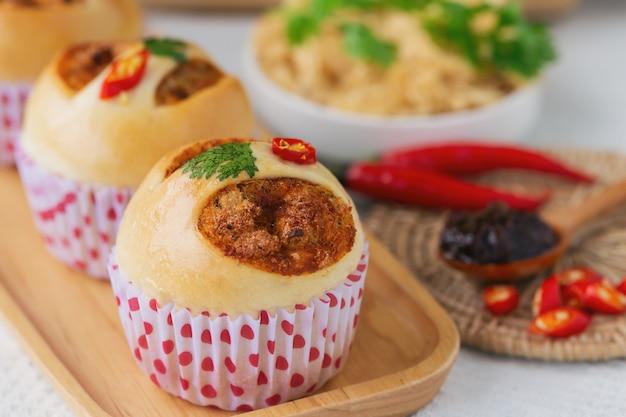 Thai style homemade bun with dried shredded pork or pork floss and shrimp roasted chili paste. Premium Photo