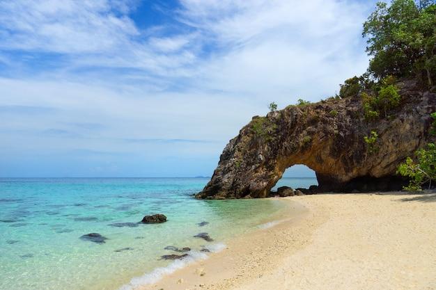 Thailand travel with beautiful sea at koh khai island, tarutao national park, satun province, thailand Premium Photo