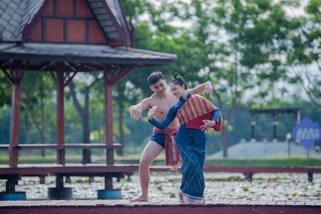 https://image.freepik.com/free-photo/thailand-women-man-national-costume-thai-dance_1150-14692.jpg