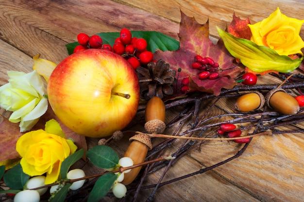 リンゴとメギの感謝祭の装飾 Premium写真