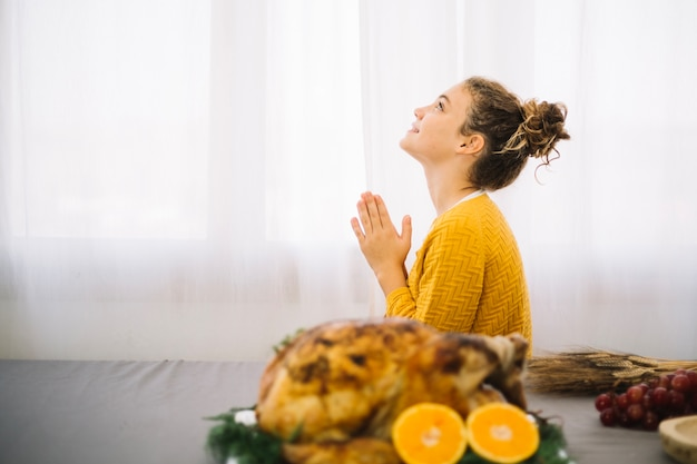 Thanksgiving dishes with thankful woman Free Photo