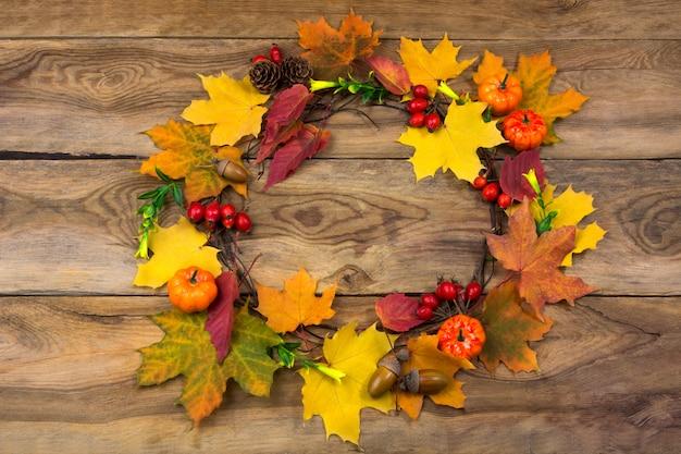 カボチャと葉の感謝祭ドアリース Premium写真