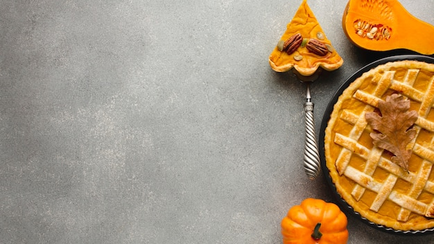Thanksgiving pumpkin pie with copy space Free Photo