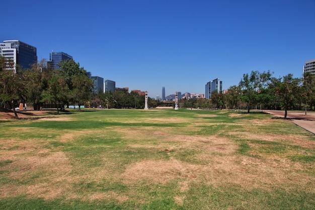 Искусство в парке арауко в сантьяго, чили Premium Фотографии