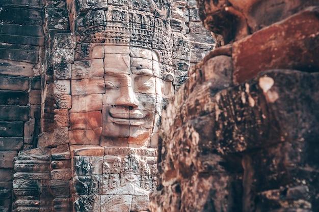 Байон - кхмерский храм в ангкор-ват в камбодже Premium Фотографии