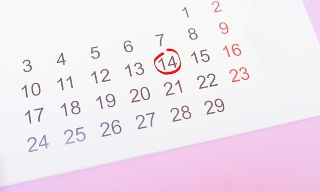 Календарь с датой 14 февраля день святого валентина. Premium Фотографии
