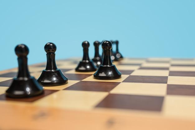 ビジネスのアイデアと競争のチェス盤とゲームのコンセプト。 無料写真