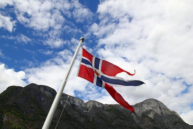 Флаг в круизе по согне-фьорду и аурландс-фьорду, норвегия Premium Фотографии