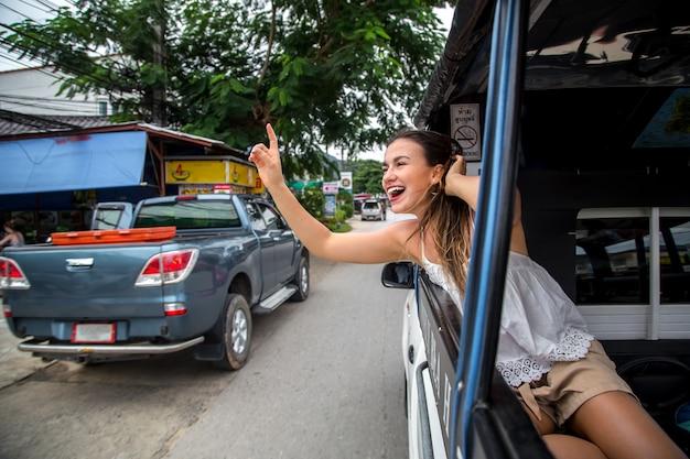 Девушка в такси Бесплатные Фотографии