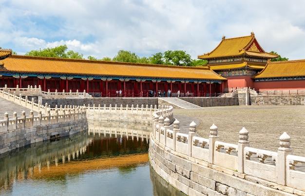 Внутренняя река золотая вода в запретном городе, пекин - китай Premium Фотографии