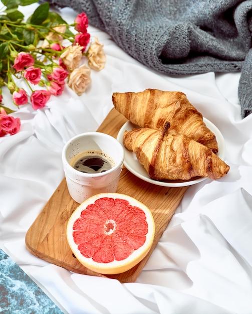 朝食付きのテーブルの愛lconcept 無料写真