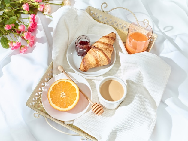 The love lconcept на столе с завтраком Бесплатные Фотографии