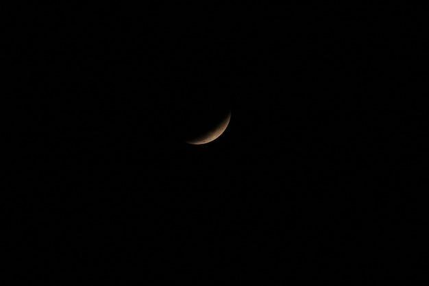 Луна, которая была заблокирована тенью земли Premium Фотографии