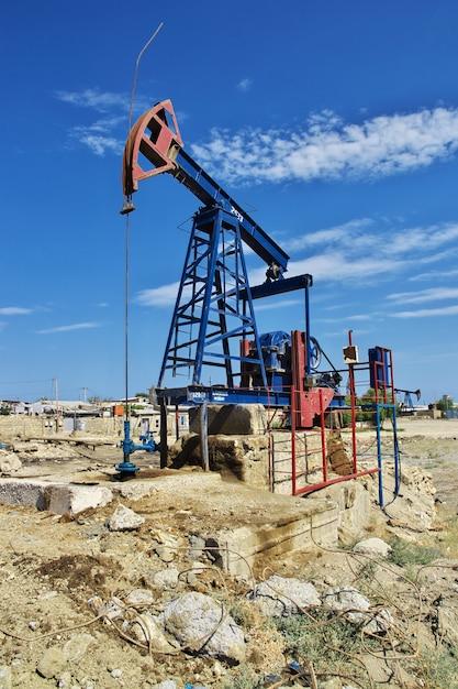 アゼルバイジャン、カスピ海の石油掘削装置 Premium写真