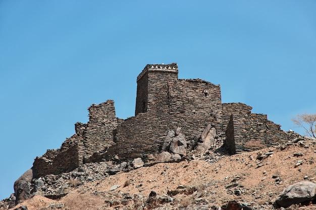 古い砦はサウジアラビアのアルバハを閉じます Premium写真