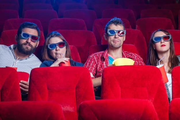 映画館の人々の感情 無料写真