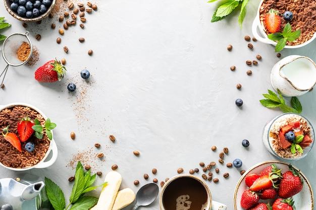 白い背景にアミンの必要なすべての成分を使用したイタリアのデザートティラミスのレシピ。上面図をコピー Premium写真