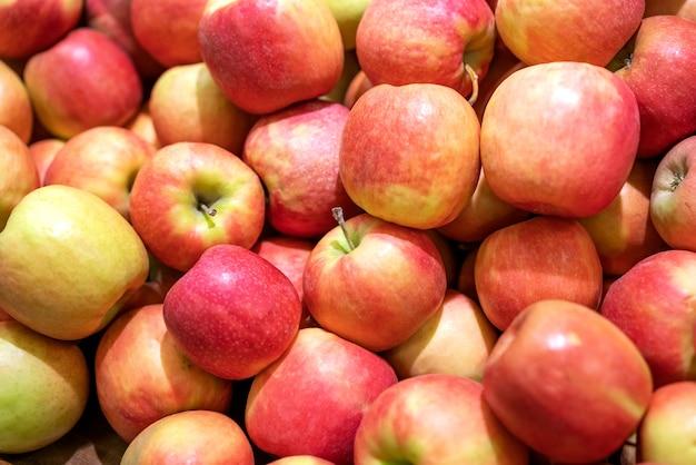 背景としての赤い新鮮なリンゴ 無料写真