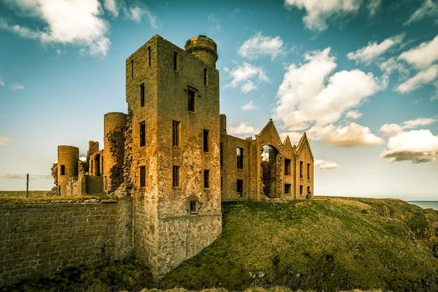 Руины замка слейнс Бесплатные Фотографии