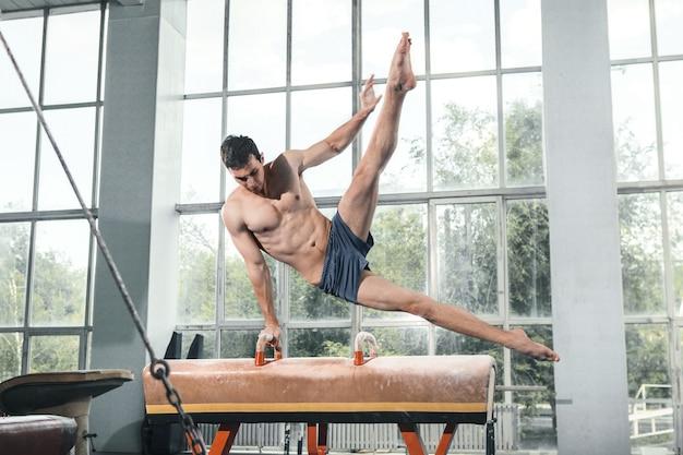 困難な運動中のスポーツマン 無料写真