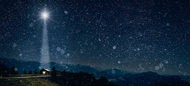 Звезда светит над яслями рождества иисуса христа. Premium Фотографии