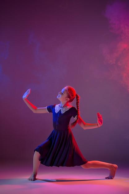 10代のモダンバレエダンサー 無料写真