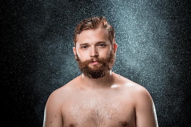 Всплеск воды на мужском лице Бесплатные Фотографии