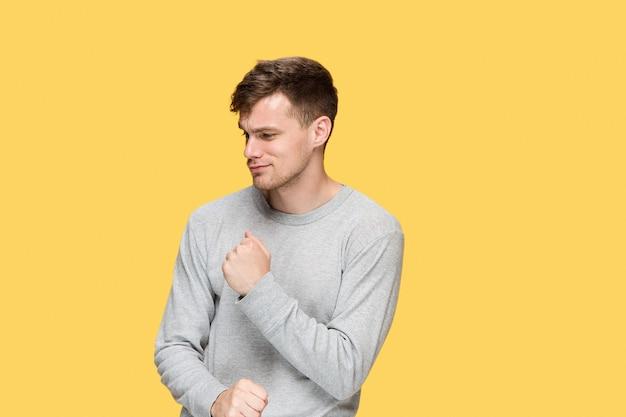 Юноша с поднятым кулаком Бесплатные Фотографии