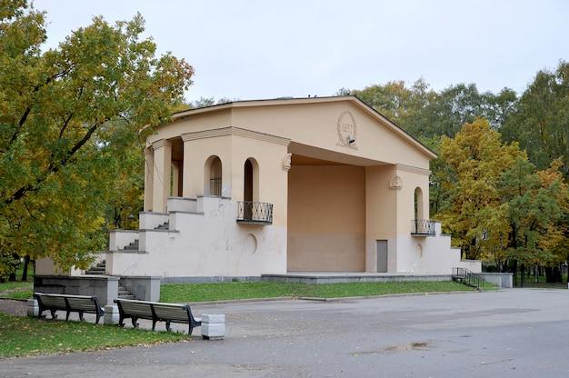 Theatrical platform in the autumn park Premium Photo