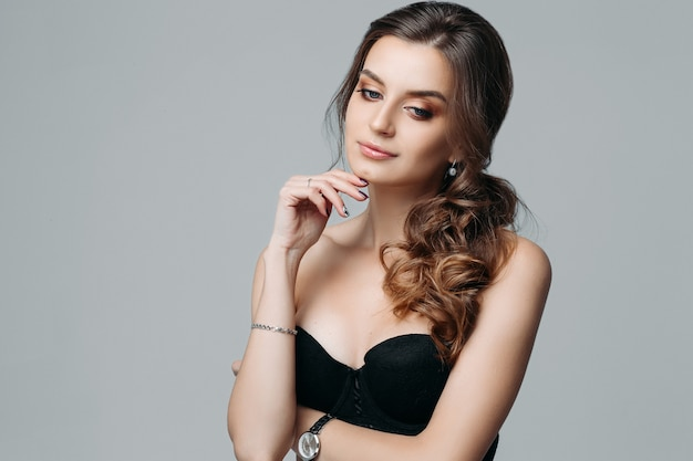 Thoughtful attractive fashionable young woman Premium Photo