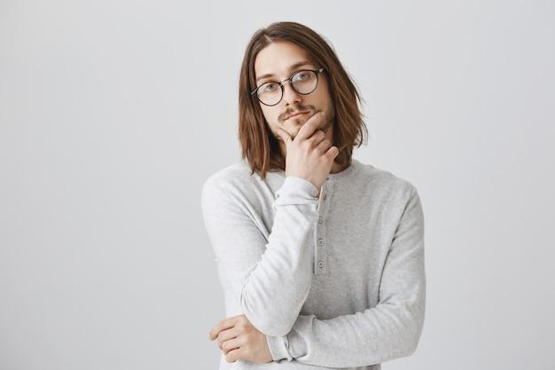 Вдумчивый серьезный человек думает, носит очки, принимает решение Бесплатные Фотографии