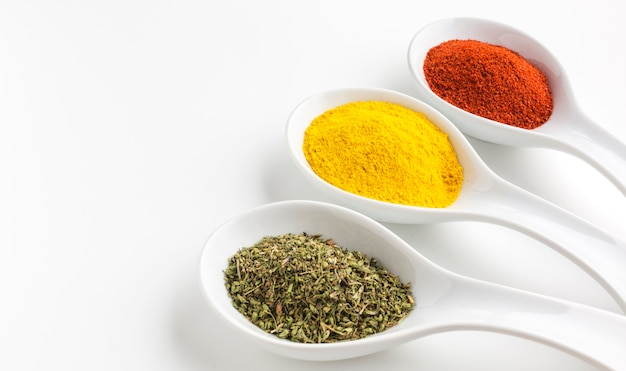Three aligned spoons with spices powder Free Photo