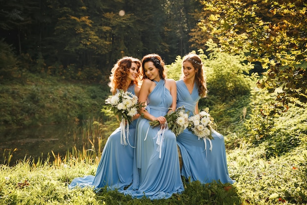 Three beautiful bridesmaids Premium Photo