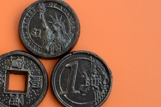 Three chocolate products in the form of euro, usa and japan Premium Photo