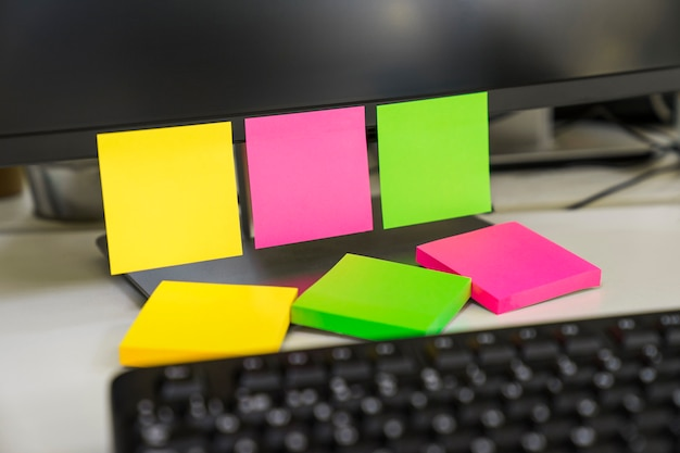 Three sticky notes on computer Photo | Free Download