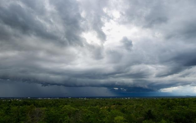 Thunder storm sky rain clouds xa Premium Photo